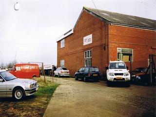 英国マーズスピード社屋1
