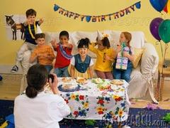 英国のパーティ 「幼児たちの誕生日パーティ」