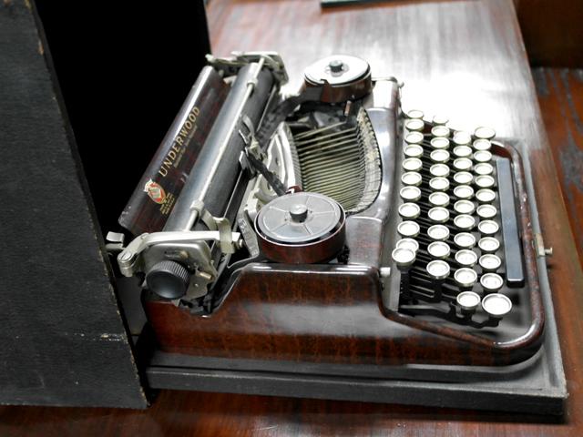 タイプライター  ベークライト アンティーク 機械もの