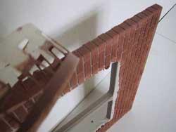 ドールハウス用ステンシルの上から外壁材を塗る5
