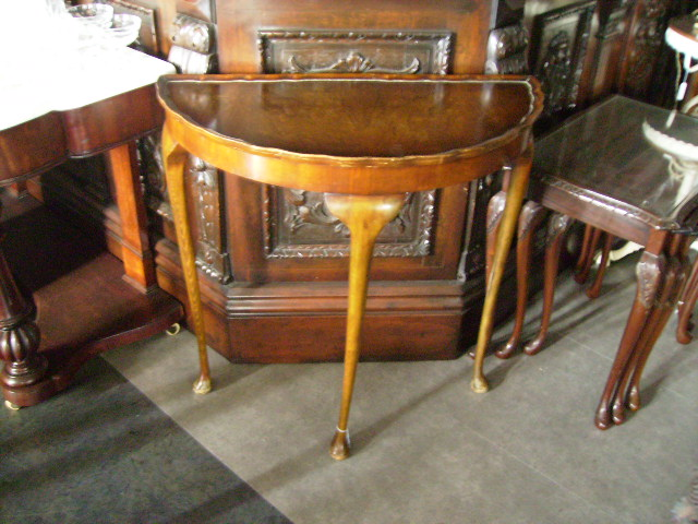 ハーフムーン テーブル