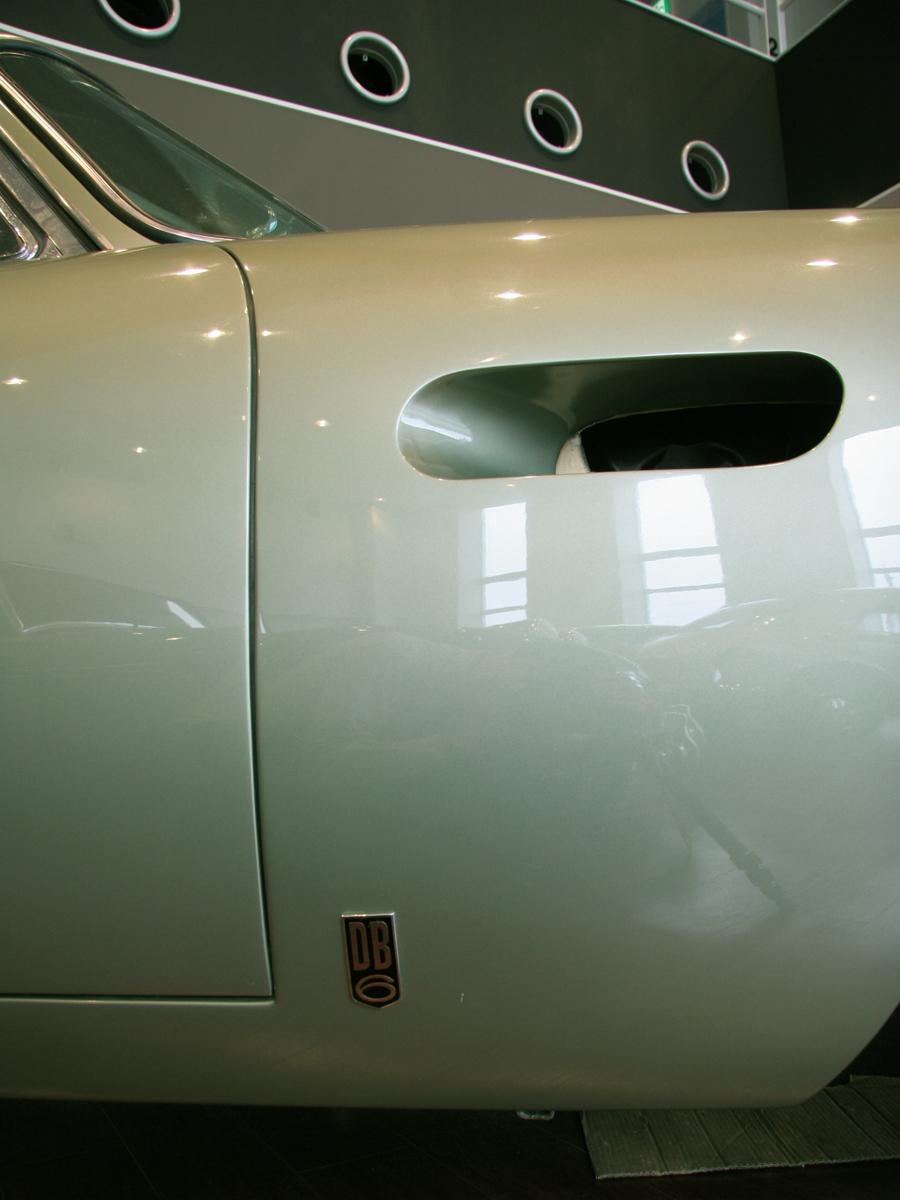 アストンマーチン DB6