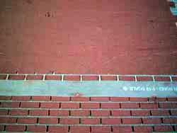ドールハウス用ステンシルの上から外壁材を塗る2