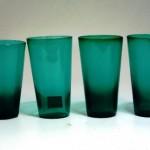 グラス グリーン (左から2番目)
