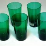グラス グリーン (右から2番目)
